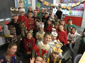 Mrs Kane's class ready for the 'Holiday Whobilation'